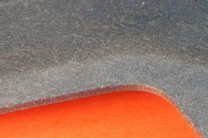 Laserschneiden von Schallschutz aus Verbundmaterial