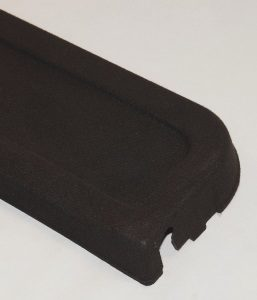 Laserschneiden von Fahrzeugverkleidung aus Textilverbund