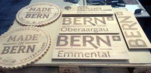 Lasergravieren von Logos und Text auf Holz