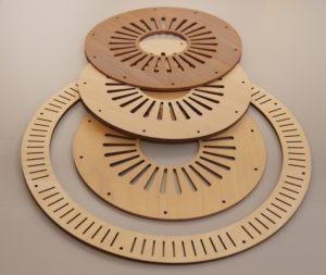 Laserschneiden von Lautsprecher aus Sperrholz mit Nussfurnier