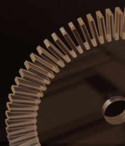 Laserschneiden von Zahnrad aus Plexiglas Acrylglas PMMA