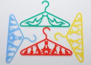 Laserschneiden von Kleiderbügeln aus Plexiglas Acrylglas PMMA