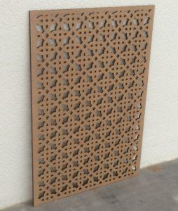 Laserschneiden von Sichtschutz, Deckenverkleidung aus Holz
