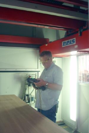 Den Laserroboter einrichten und vorbereiten für die Produktion - ZB-Laser AG