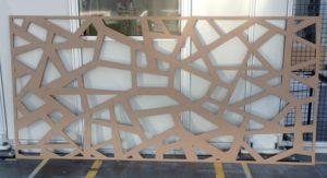 Laserschneiden von Raumteiler aus MDF