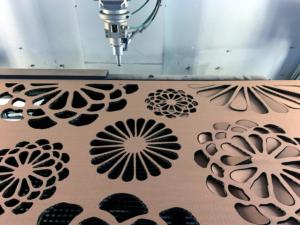 Laserschneiden von Dekoration und Sichtschutz aus Wellkarton - ZB-Laser AG