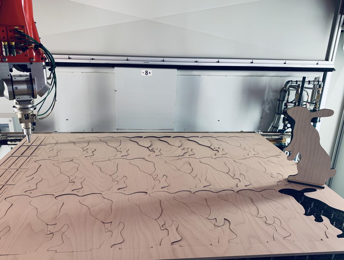 Laserschneiden von Osterhasen aus Buchensperrholz - ZB-Laser_AG